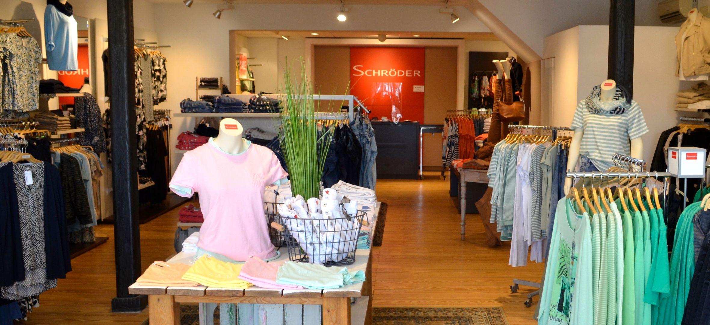Einkaufen im Cadenberger Modehaus Schröder