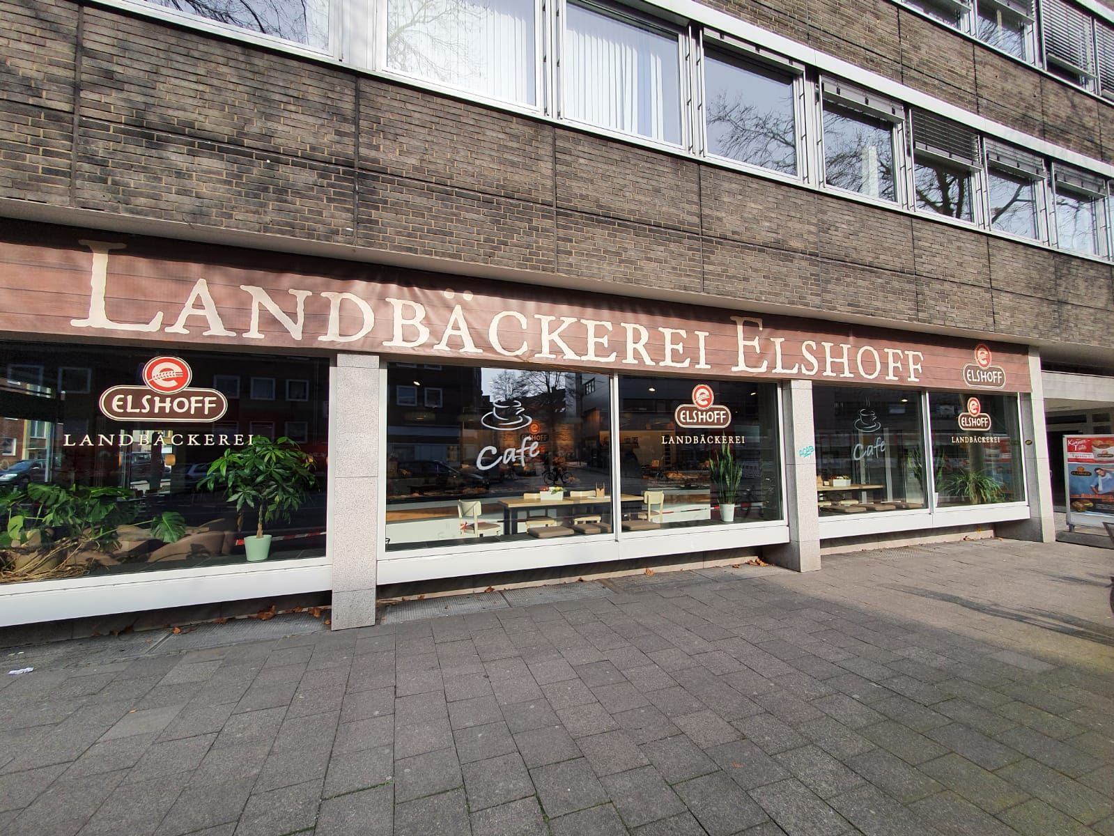 Bäckerei- Café mit großem Snackangebot -
