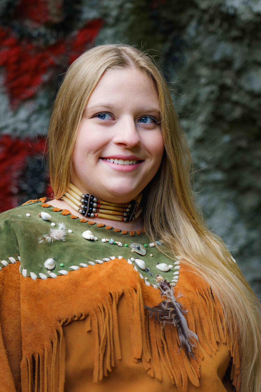 JESSICA RIED als Klara Wallerstein