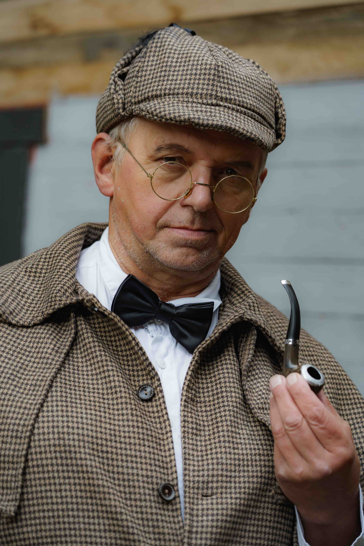 MICHAEL ENGLERT als Detektiv Treskov - Detektiv