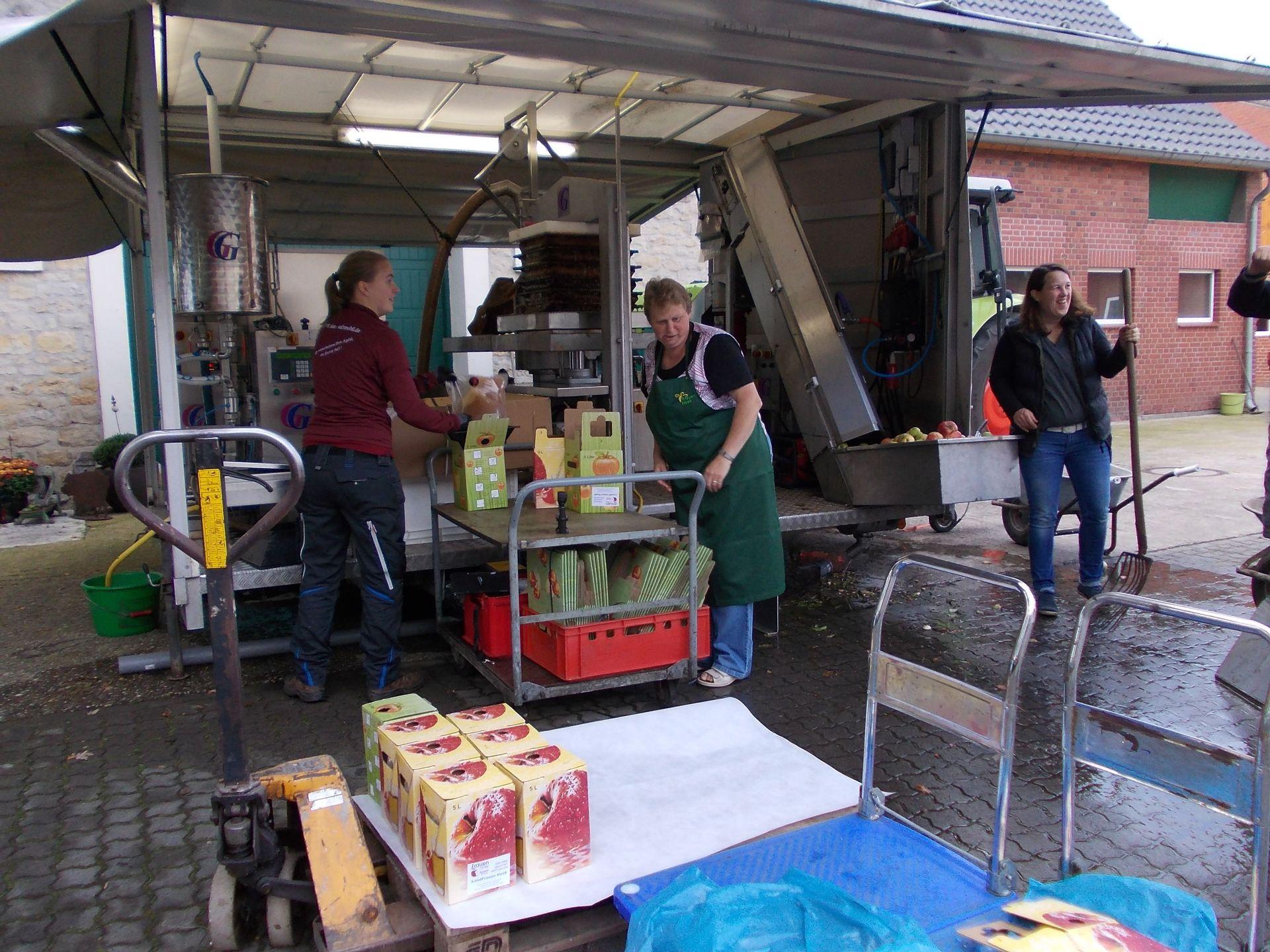 Apfelsaft pressen 2017 | LandFrauen Heek