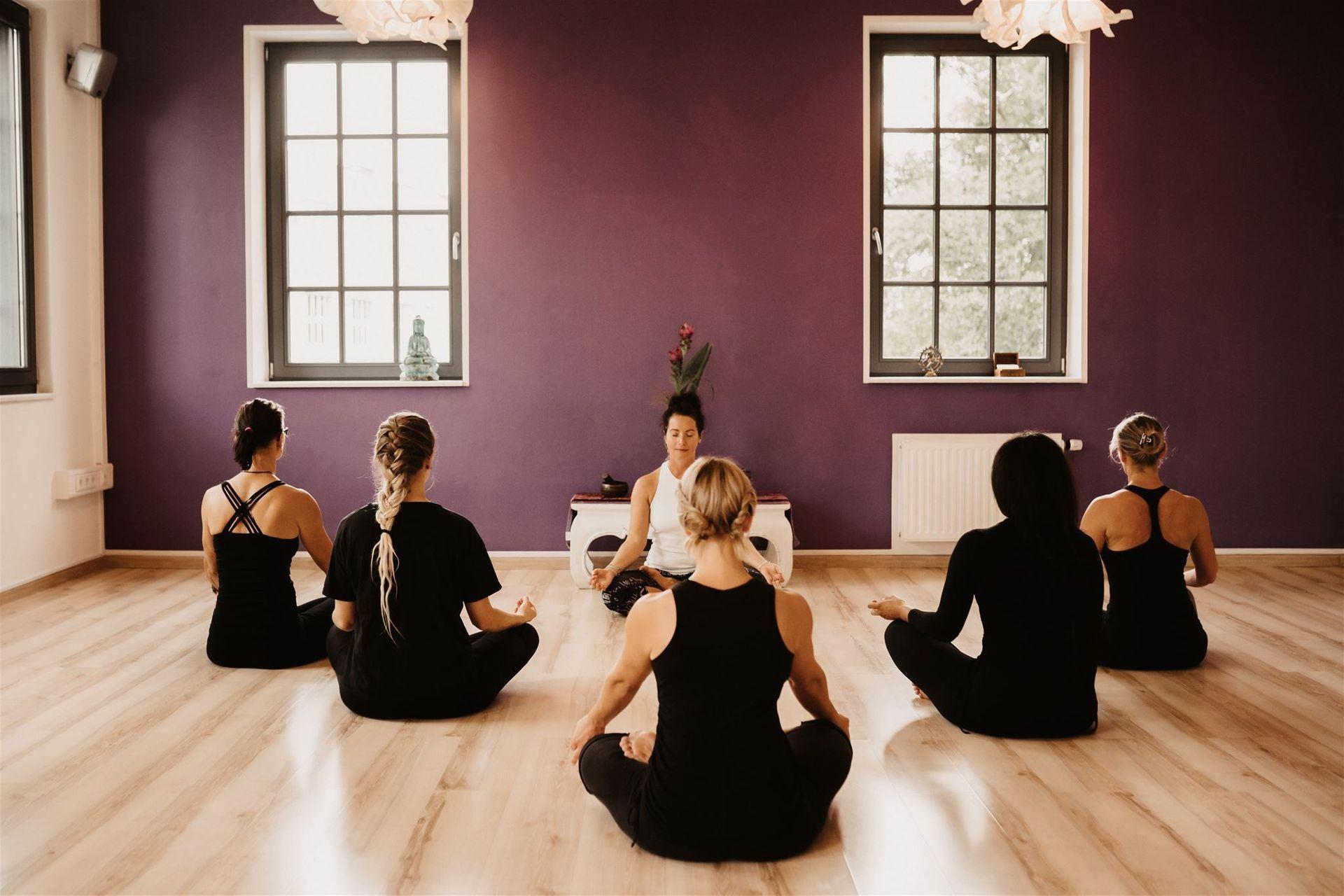 Betriebliches Gesundheitstraining mit Yoga - YOGA