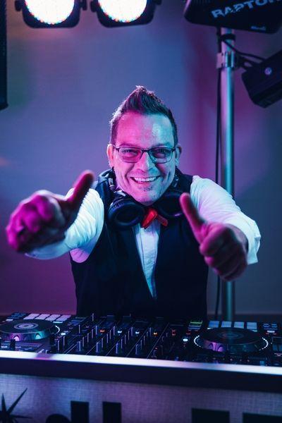 DJ & Moderator - DJ Ecky jr.