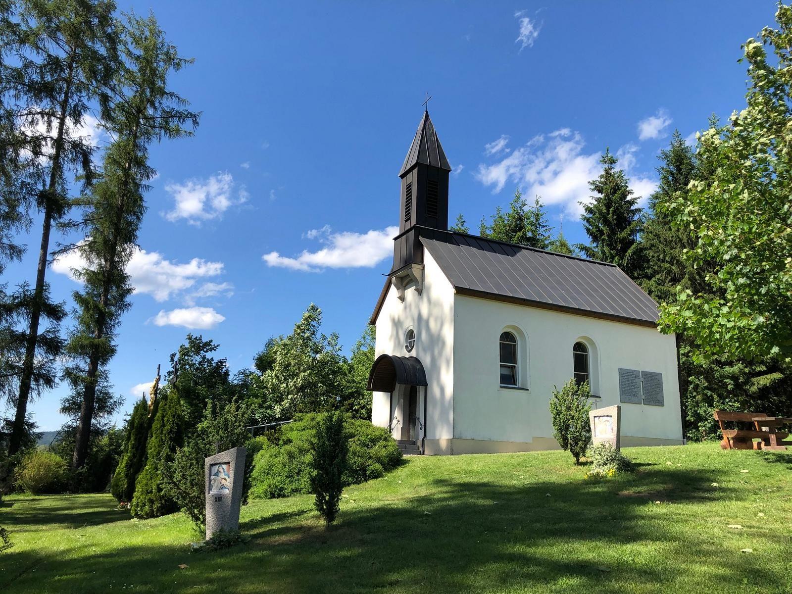 """Kapelle """"Herz-Jesu"""" auf dem Kalvarienberg -"""