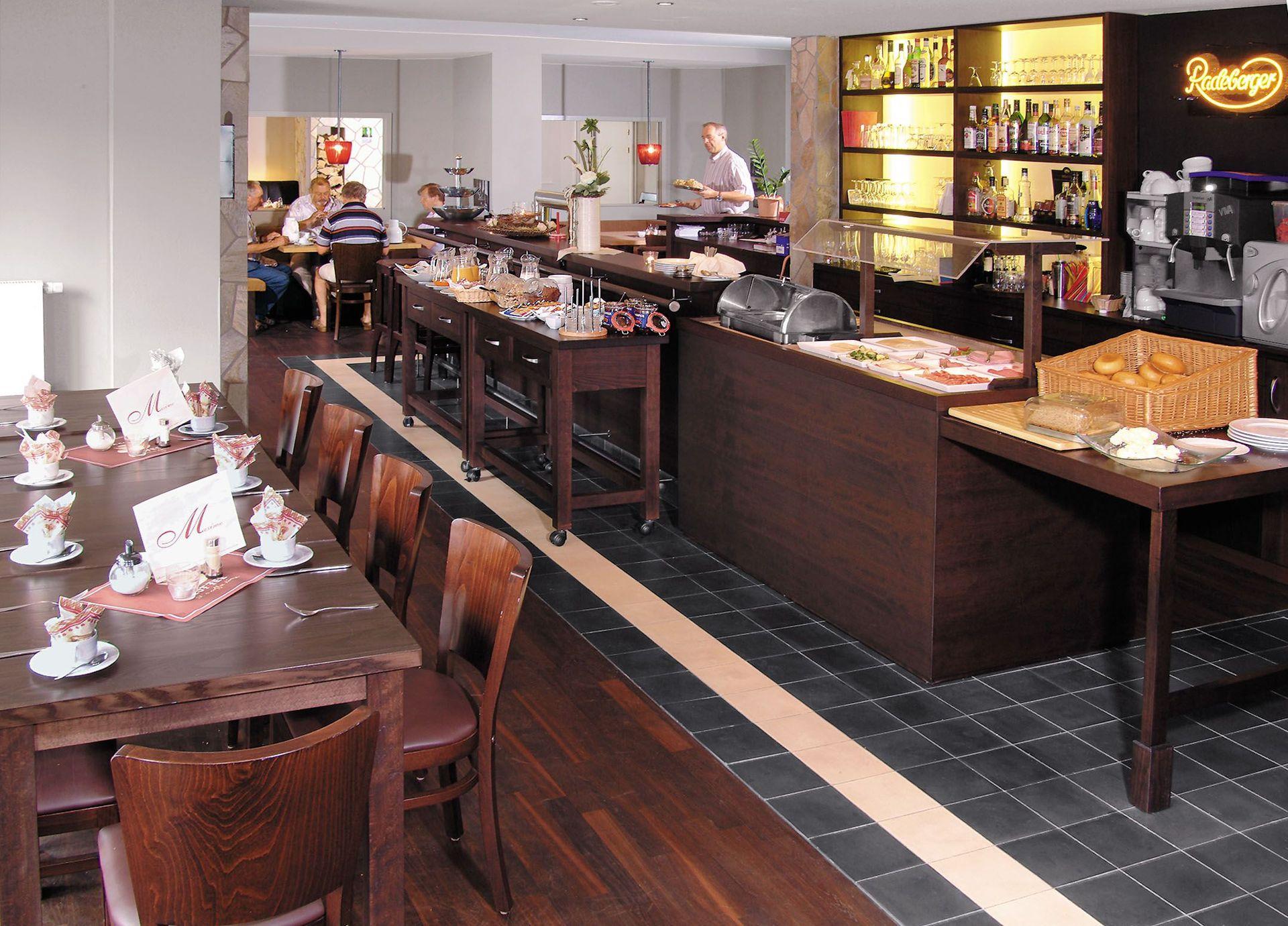"Café – Restaurant ""Maxime"" - Restaurant /"