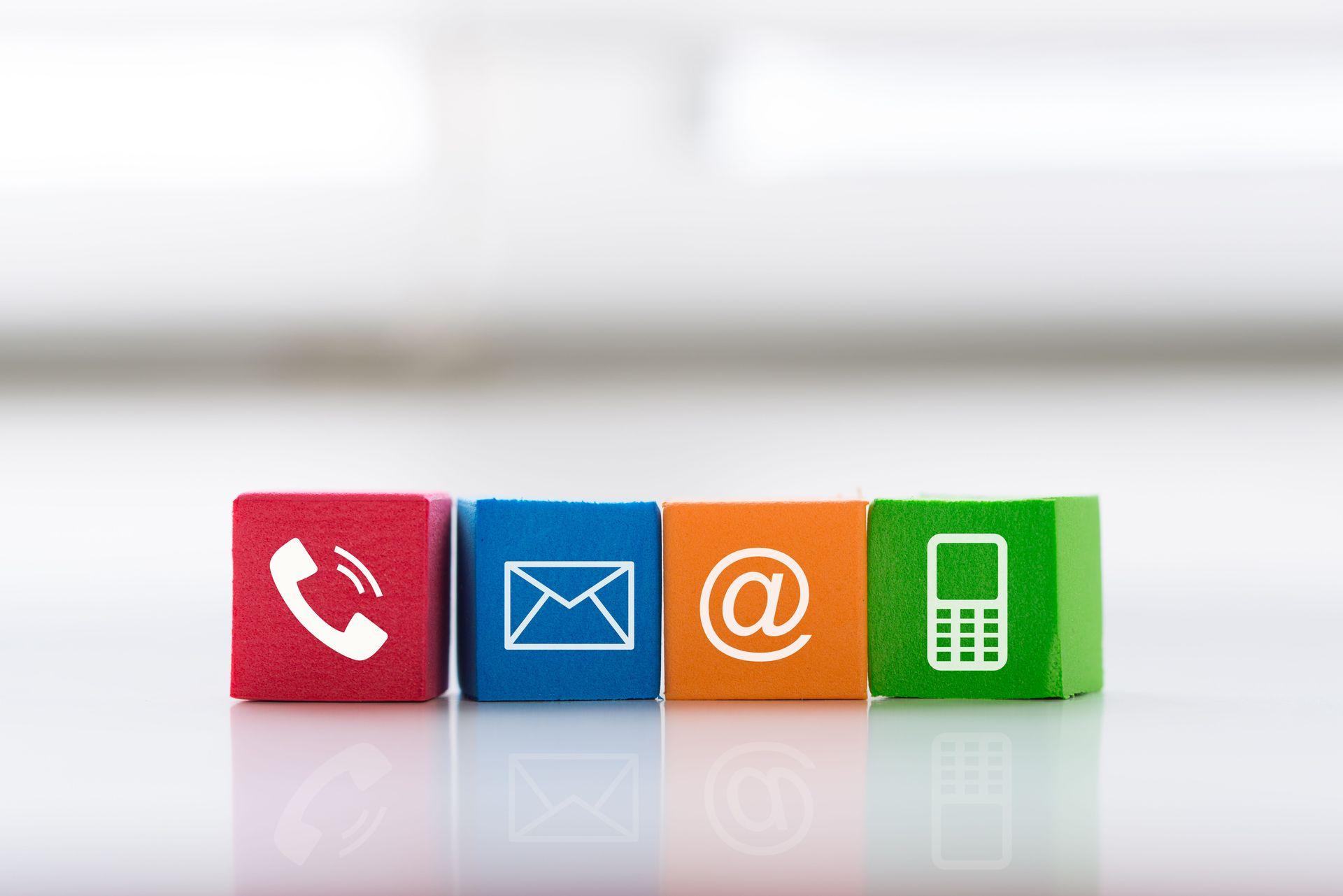 Kontakt und Öffnungszeiten - Kontakt &